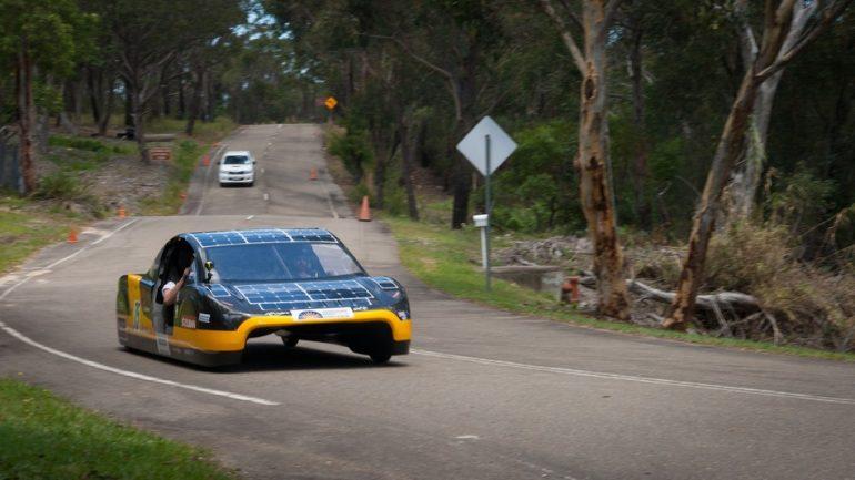 Regard rapide sur la voiture solaire