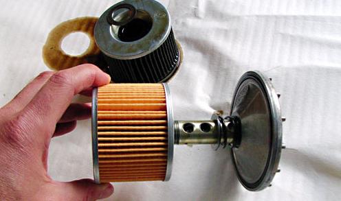 La chaîne et le filtre à huile pour moto
